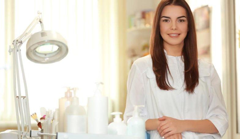 schoenheitsspezialistin - Die Schönheitsspezialistin Kosmetikerin